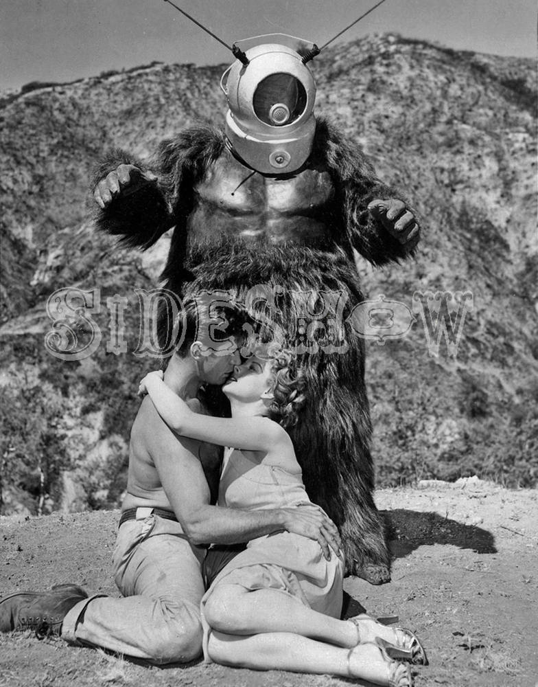 gorilla alien kissing couple