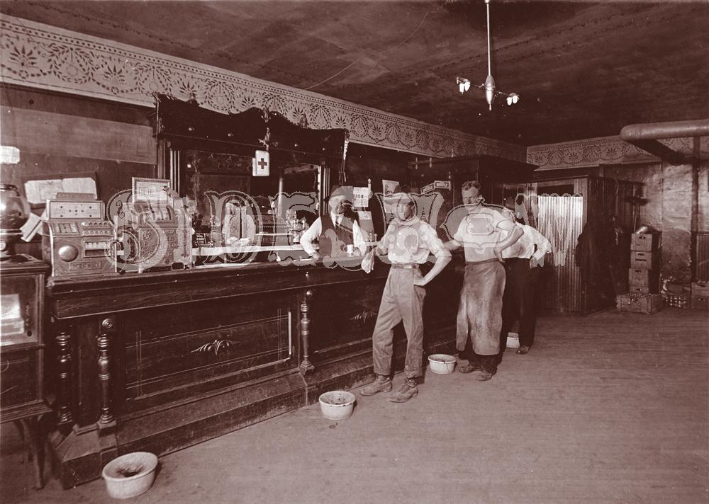 vintage dive saloon photo