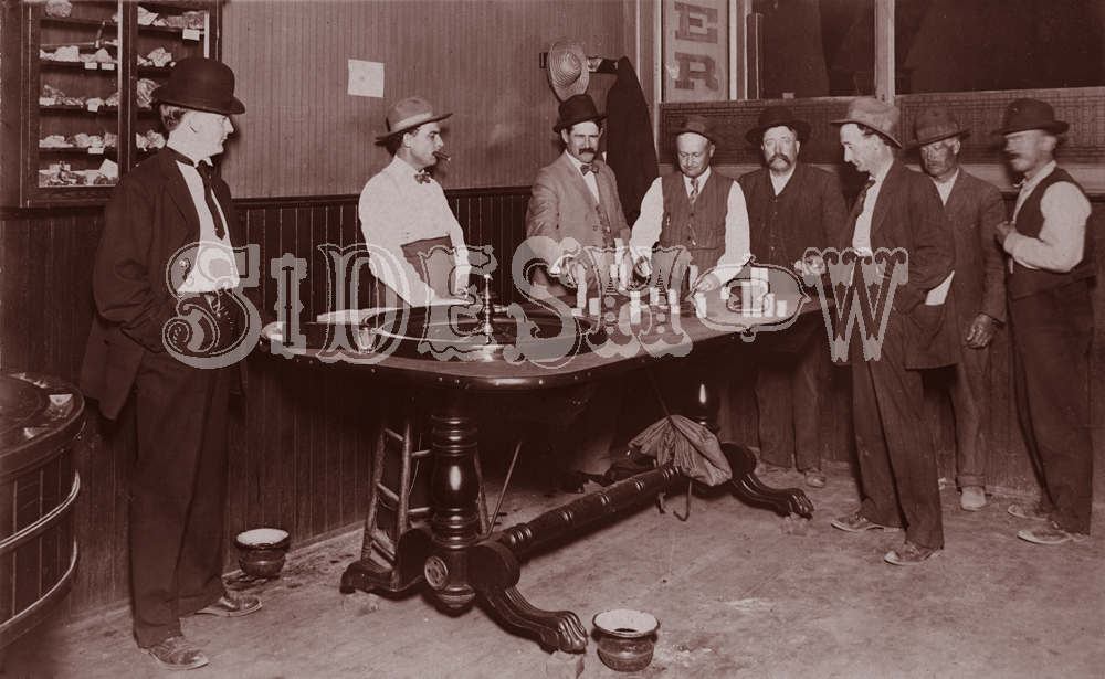 roulette vintage saloon photo